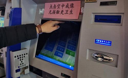 mesin dengan tombol hologram di RS universitas Sains dan Teknologi China
